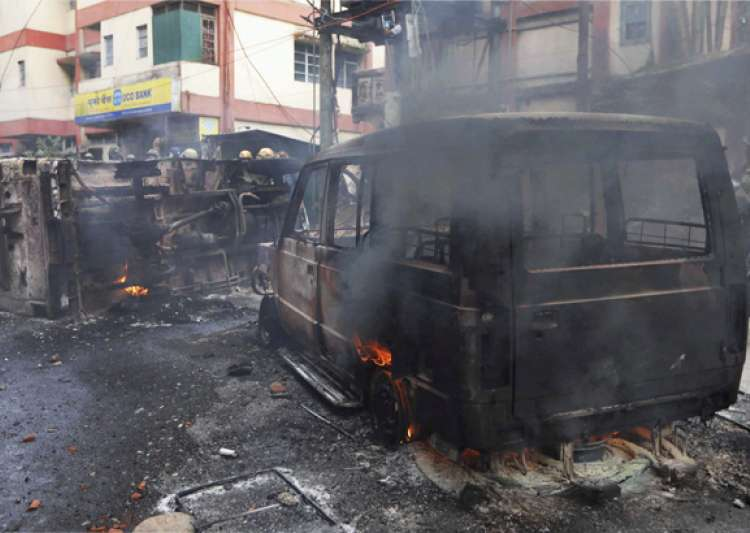 Three dead, officer critical in GJM-Police clashes- India Tv