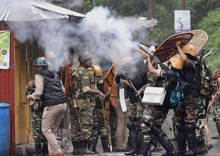 Darjeeling burns: CM cries foul after protesters stab cop