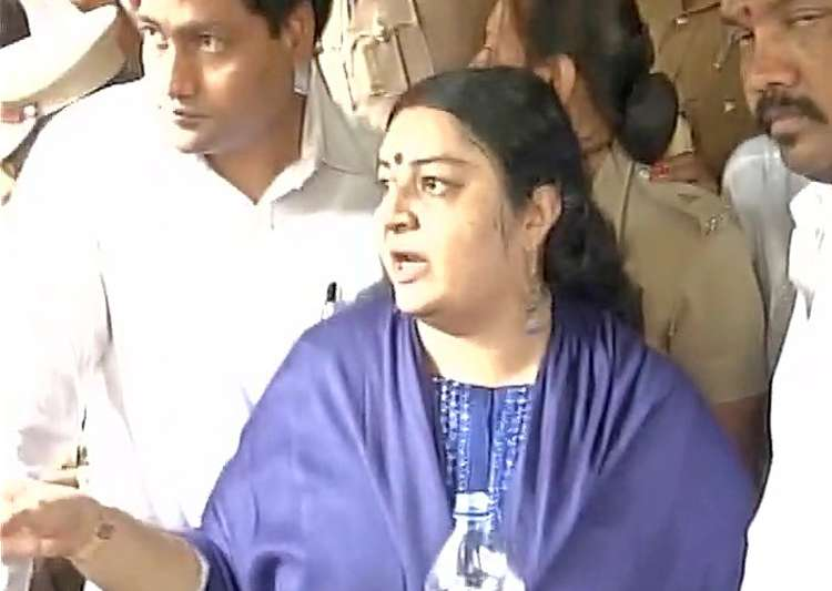 Jayalalithaa niece Deepa denied entry into Poes Garden House