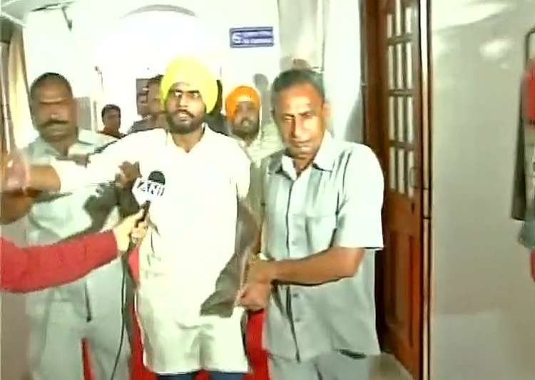Two men hurl paper missiles inside House, thrashed by AAP