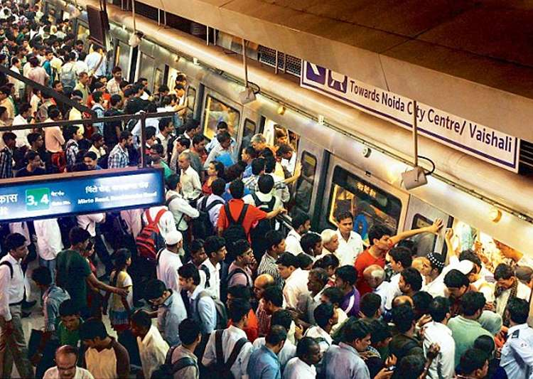 Three-times rise in pickpocketing in Delhi Metro; CISF- India Tv