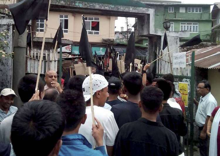 GJM supporters waving black flags on the streets of- India Tv