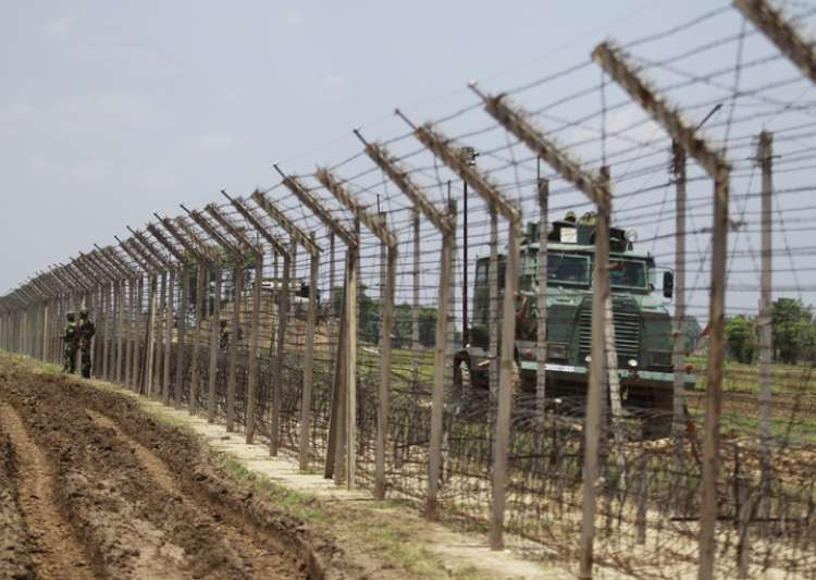 Pak targets LoC posts with mortar bombs on Eid: Army