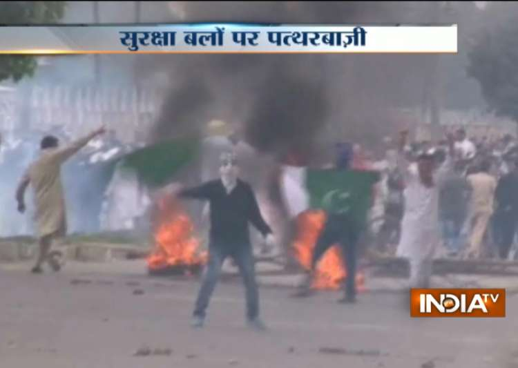 20 injured in Kashmir Valley as clashes, stone pelting mar- India Tv
