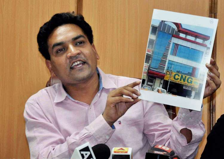 Sacked Delhi minister Kapil Mishra addresses a press- India Tv