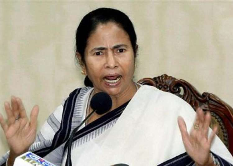 Mamata Banerjee opposes Centre's move to make Aadhaar mandatory