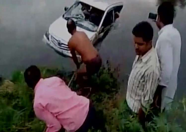9 members of a family among 10 killed after car falls into- India Tv