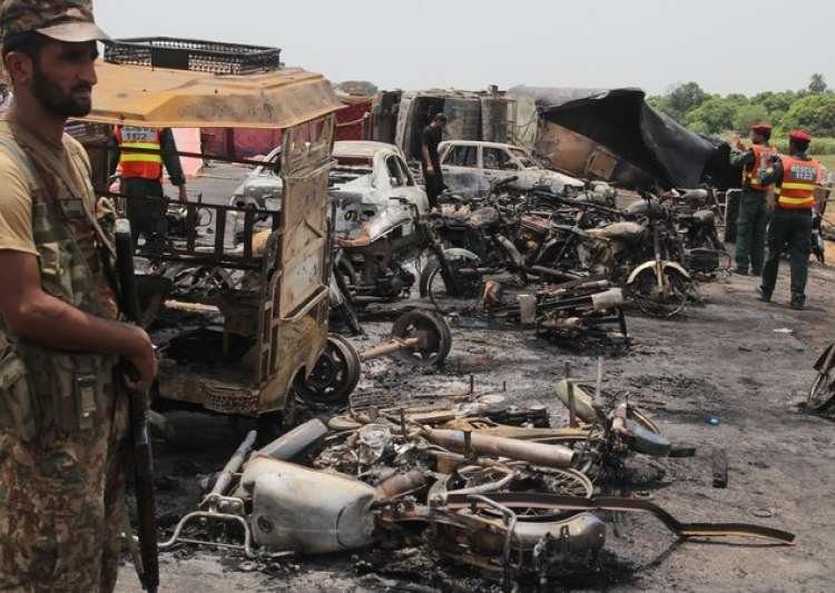 At least 150 killed, 140 injured in Pakistan fuel tanker