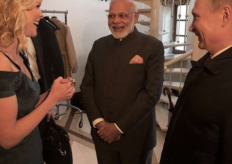 After Priyanka, Twitter trolls Megyn Kelly for wearing- India Tv