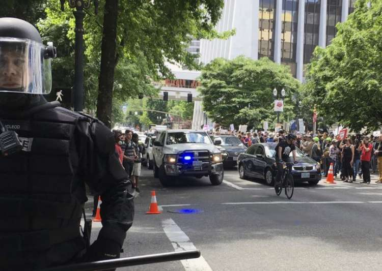 Protesters after stabbing incident in portland- India Tv