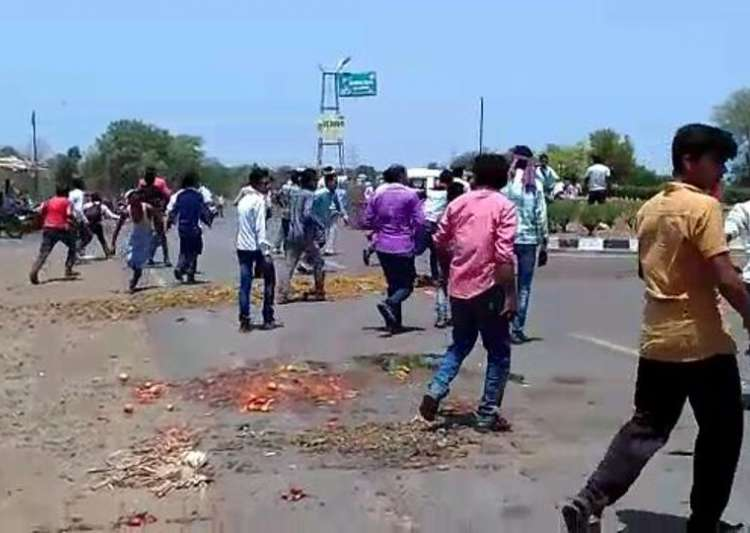 Agitation in Mandsaur intensifies, protestors set vehicles on fire