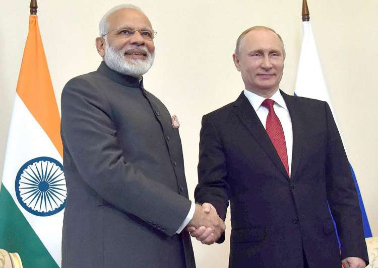 PM Narendra Modi meets Russian President Vladimir Putin - India Tv