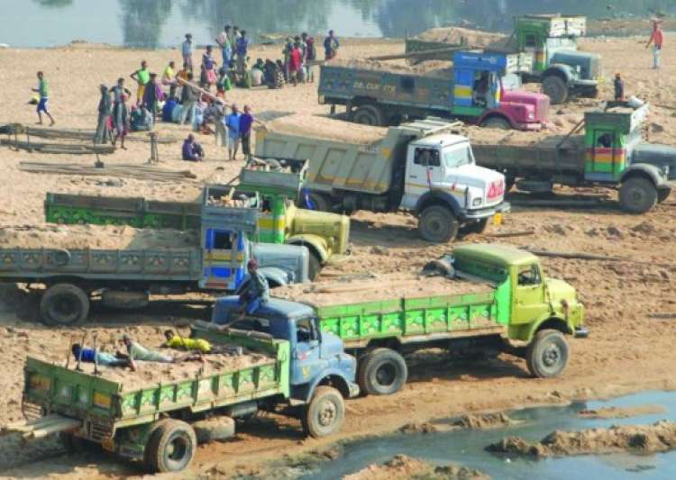 Woman IAS officer in MP claims death threat by sand mining- India Tv