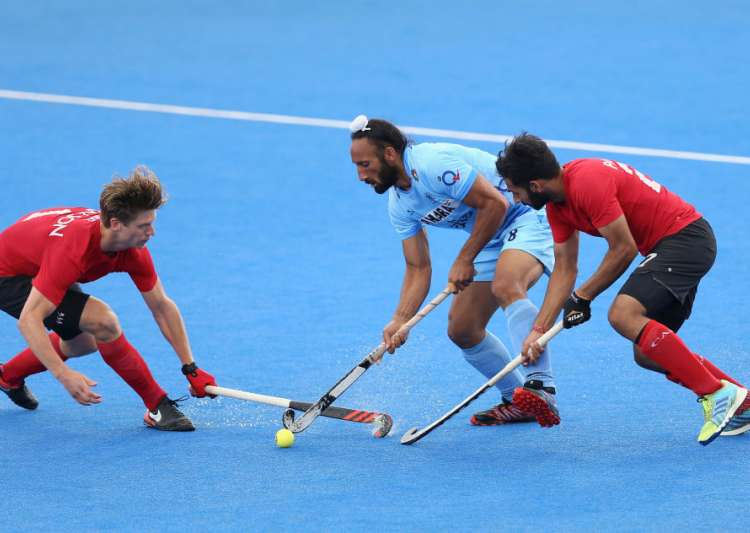 Sardar Singh of India battles for possession with Foris Van- India Tv