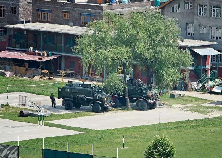 Srinagar: Bullet proof vehicles stationed in the premises- India Tv