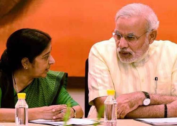 Even at 2 am, Sushma Swaraj helps Indians tweeting for- India Tv