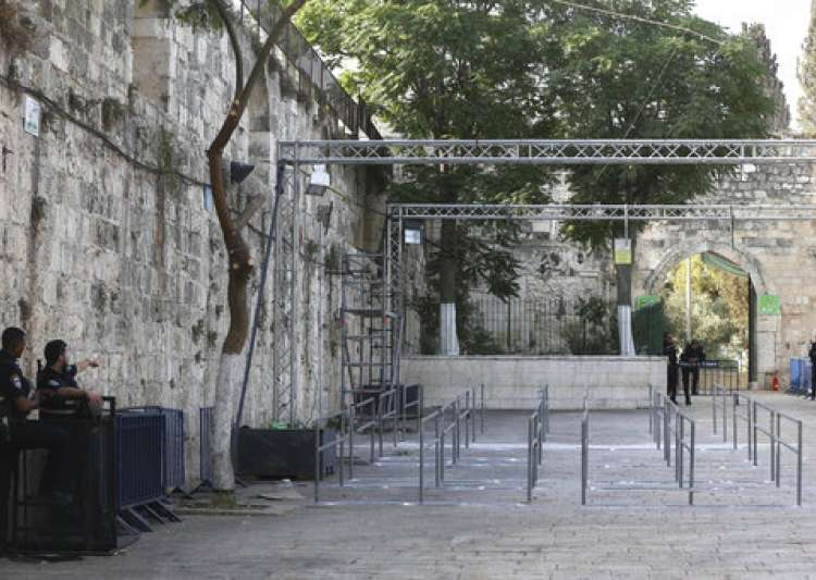 Israel installs new security cameras at Aqsa entrance amid crisis