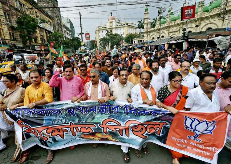 BJP leaders participate in a rally 'March to Governor House'- India Tv