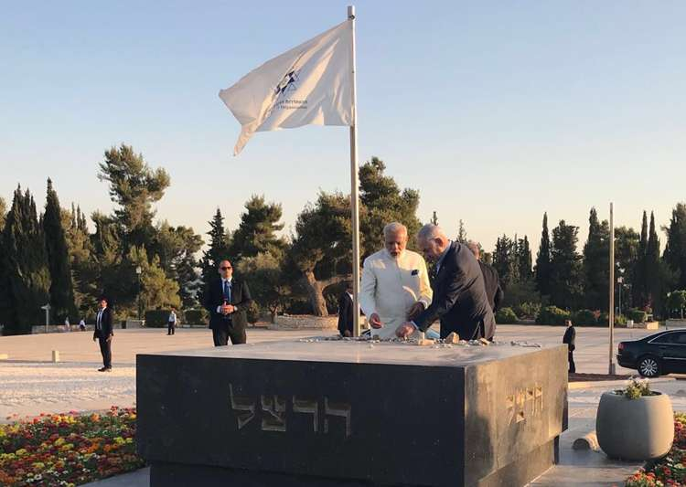 PM Modi makes impromptu visit to grave of Zionism's founder - India Tv