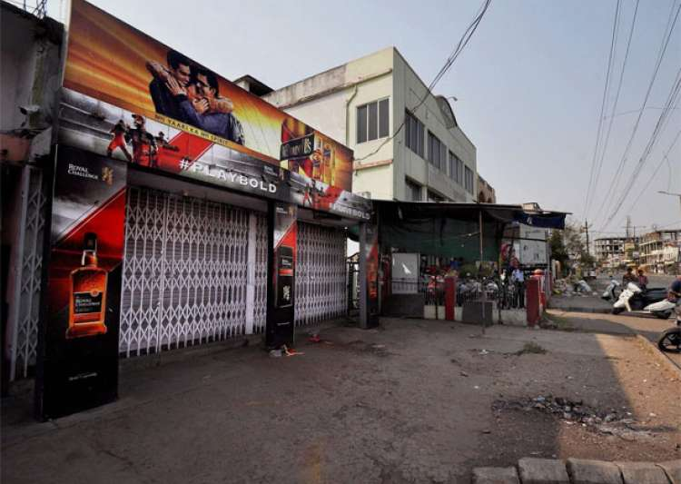 SC's liquor ban along highways results in Rs 5000 cr loss- India Tv