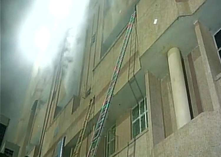 Lucknow: Massive fire breaks out at KGMU, CM Yogi orders probe