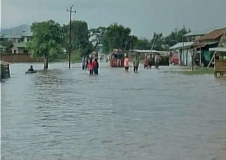 Torrential rain triggers flash flood in Manipur - India Tv