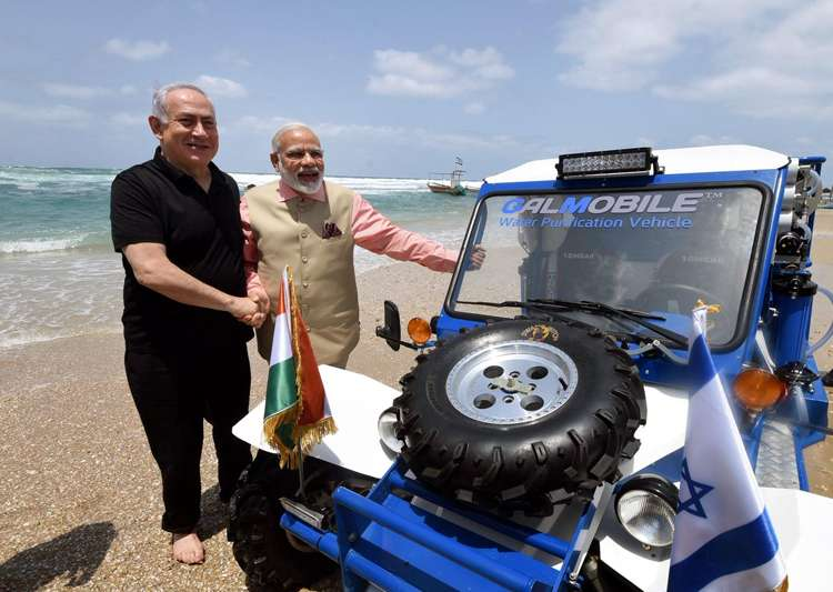 Netanyahu, Modi play in surf and turf