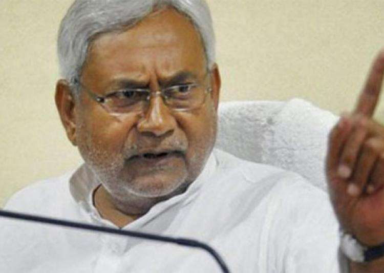 Nitish sets 4-day deadline for Lalu's 'corrupt' son to resign