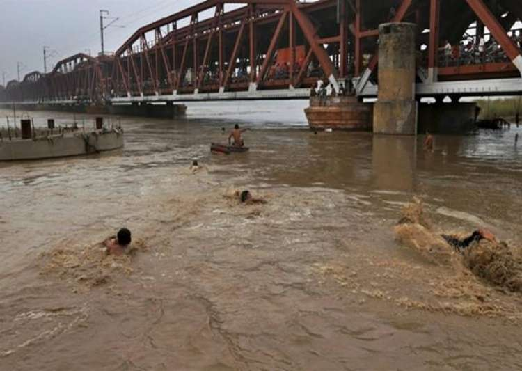 Major rivers in UP flowing above danger mark- India Tv