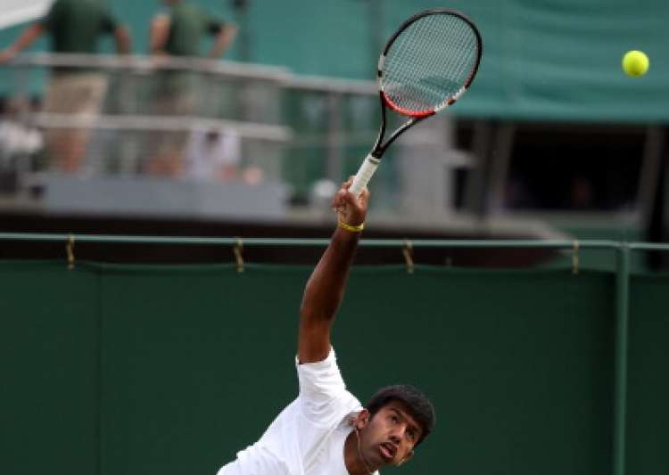 Bopanna advances, Sania loses at Wimbledon
