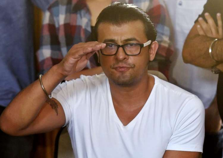 Sonu Nigam has given Rs 5 lakh to driver Salim Sheikh- India Tv