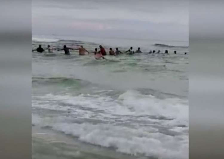80 people formed human chain to save family