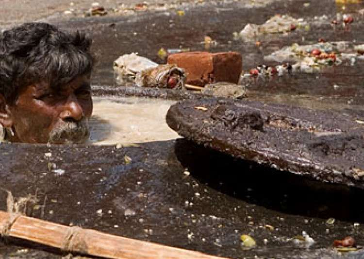 3 die while cleaning sewer in Delhi's Lajpat Nagar