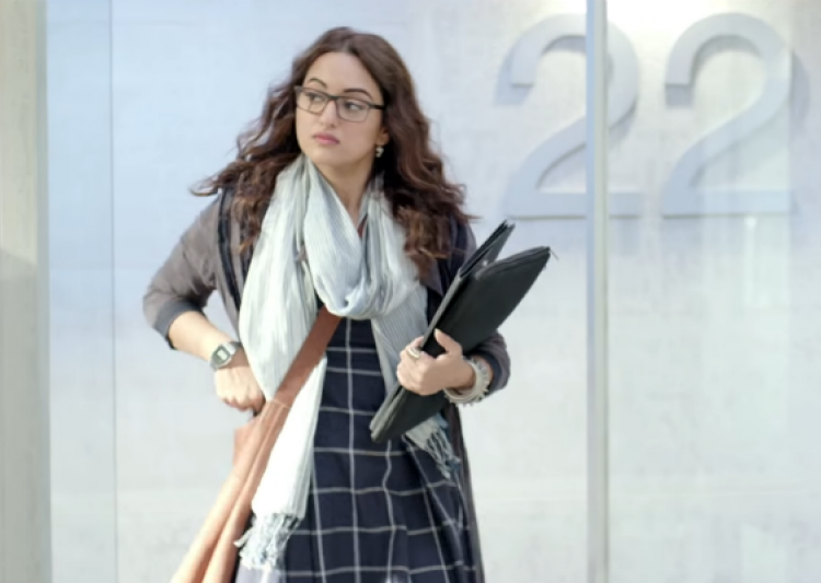 Noor Review: Sonakshi as journalist tries to fit in but- India Tv