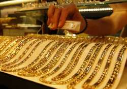 gold gains rs 230 on low level buying global cues