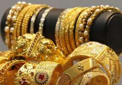 gold extend gains for third day on global cues