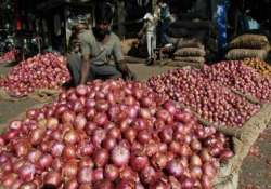 govt hikes onion export price to 1 150/tonne to check prices