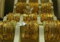gold declines on stockists selling amid weak overseas trend