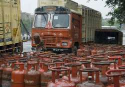 sale of 5 kg lpg cylinders allowed at pumps across nation