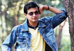 actor detained at airport for carrying ind rupees beyond