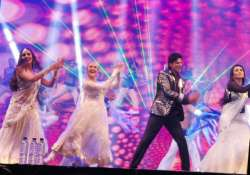 jakarta grooves to srk s beats