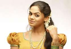 karthika denies report on sister thulasi casted opposite