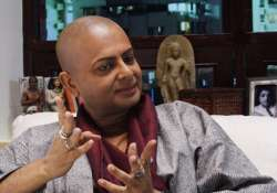 rituparno ghosh has eye infection due to makeup