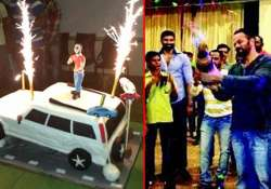 shahrukh s surprise birthday bash for rohit shetty on