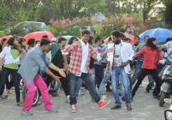 tamil actor vijay to dance in rowdy rathore number