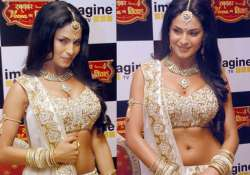 71 240 suitors vie for veena malik s swayamvar only 40