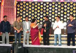 shah rukh khan delighted at southern honour