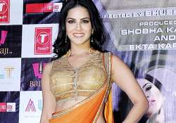 sunny leone s pregnancy rumours go viral read fans reactions