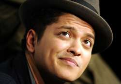 bruno mars heads back to grammys with smeezingtons
