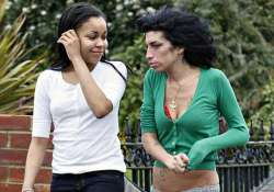 dionne bromfield feels connected to amy winehouse